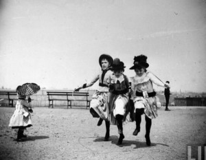 Three-sweetly-dressed-girls-jumping-rope-together-as-nearby-toddler-with-parasol-looks-on-Ft.-Greene-Brooklyn-May-29-1886-520x405