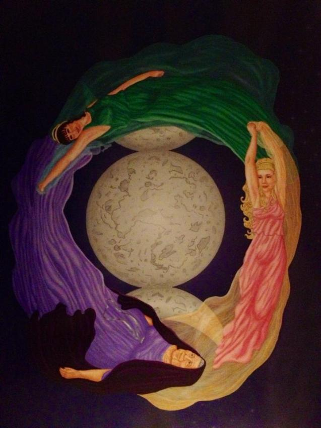 3 women and a moon